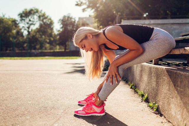 Skurcze nóg oraz zespół niespokojnych nóg: co warto wiedzieć na ich temat?