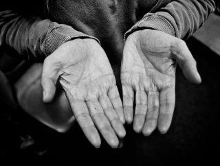 Łatwe sposoby na zniszczone dłonie.